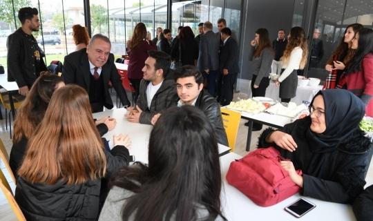 Başkan Böcek'ten öğrencilere ücretsiz çorba