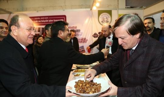Başkan Özakcan'dan Aydın protokolüne incir ikramı