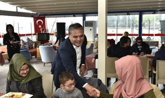 Başkan Uysal, görme engellilerle buluştu