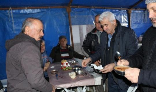 Demre'de her gün sabah namazı sonrası sıcak çorba dağıtımı