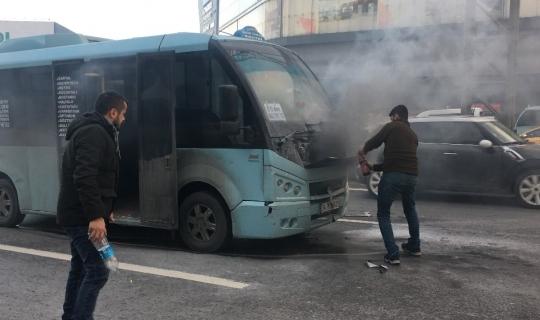 E-5'te yolcu minibüsü alev aldı faciadan dönüldü