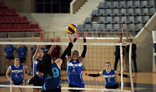 Ege Kadın Voleybol Takımı ilk maçına çıktı
