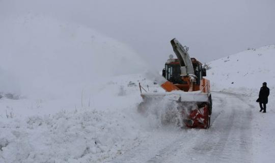 Elazığ'ın 6 ilçesinde kar 77 köy yolunu kapattı