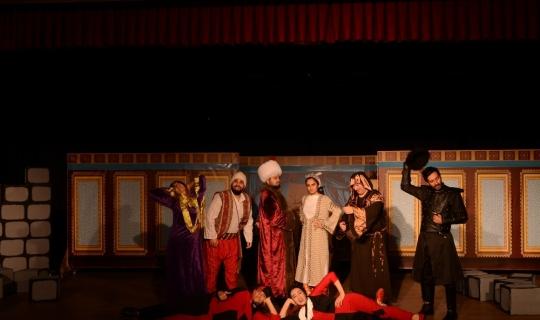 Erzincan Belediyesi Şehir Tiyatrosu yeni bir eserle sahne alıyor