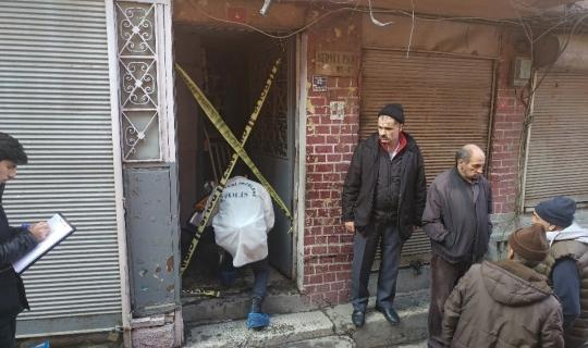 Fatih'te çıkan yangında yaşamını yitiren yaşlı adamın cenazesi Adli Tıp Kurumuna kaldırıldı