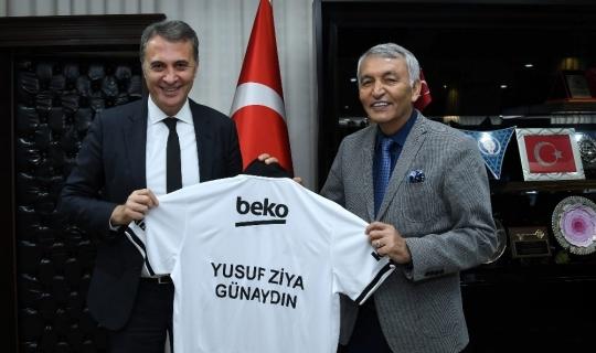 Fikret Orman'dan Başkan Günaydın'a Beşiktaş forması