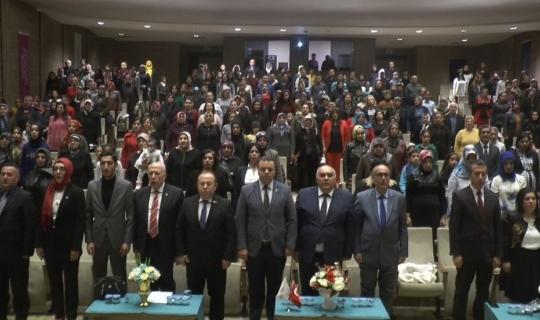 Gaziantep'te 'Kadının Toplumdaki Yeri' adlı konferans