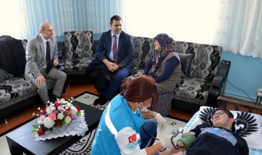 İl Sağlık Müdürü Bilge'den ev ziyareti