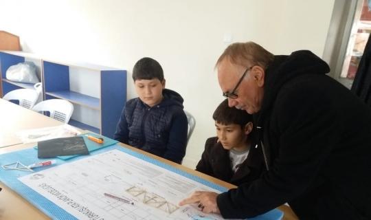 İlkokul Öğrencilerine model uçak kursu