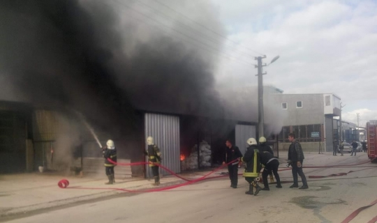 Isparta'da plastik imalathanesinde yangın
