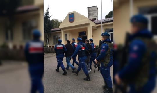 Jandarma çeşitli suçlardan aranan 13 kişiyi yakaladı