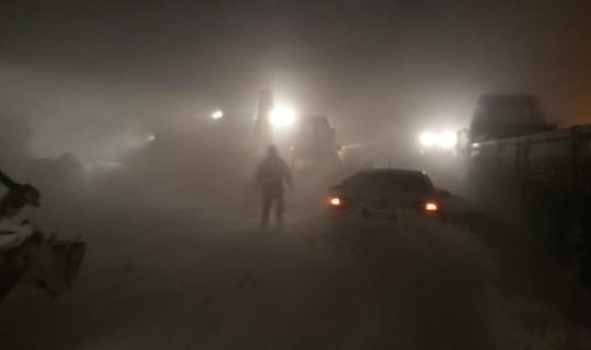 Kar ve tipinin ulaşıma kapadığı Erzurum - Bingöl Karayolunda mahsur kalanlar kurtarıldı