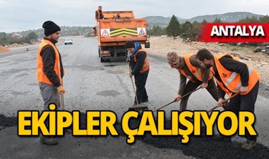 Kar ve yağmur nedeniyle bozulan yollar tamir ediliyor