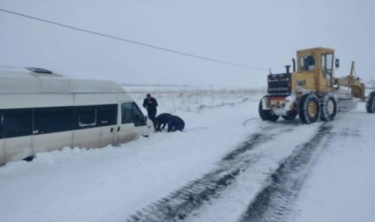 Karda mahsur kalan 7 kişi kurtarıldı