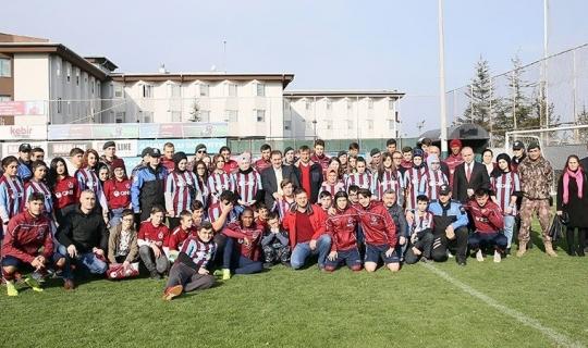 Kimsesiz çocuklar Trabzonspor antrenmanını ziyaret etti