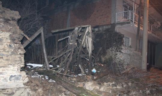 Kula'da bahçe duvarı yıkıldı