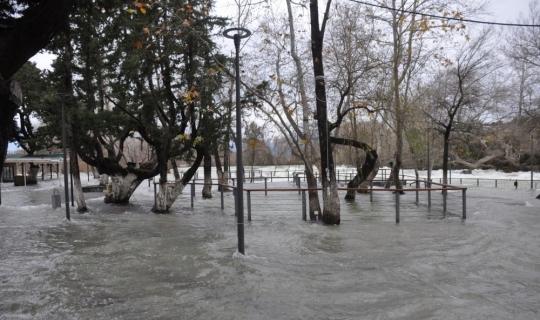 Manavgat Şelalesi'ndeki tesisler su altında kaldı