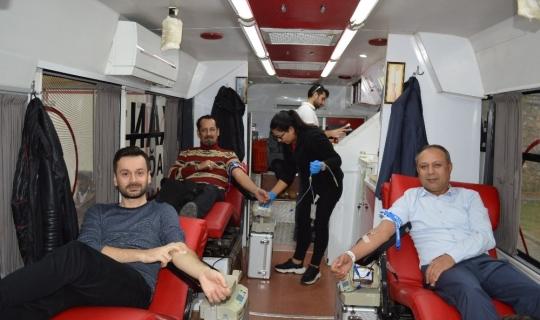 Manavgat'ta kan bağışı kampanyasına büyük ilgi