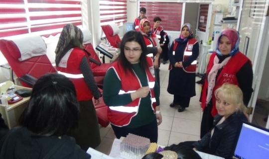 Muşlu kadınlardan kan bağışı kampanyasına destek