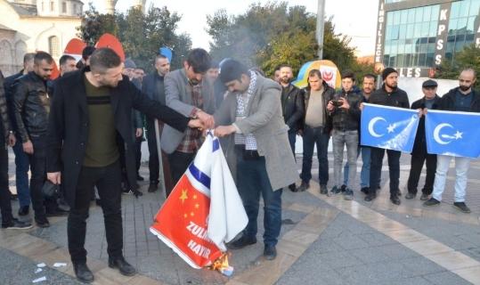 Müslümanlara uygulanan şiddeti protesto ettiler