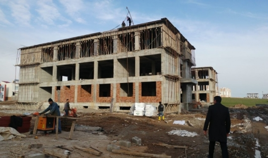 Okul inşaat çalışmaları devam ediyor