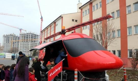 Öğrenciler için gerçeğini aratmayan helikopter tasarladı