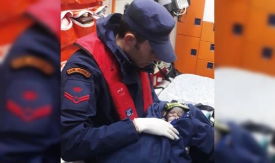 Sahil Güvenlik ekipleri 11'i çocuk, 19'u kadın 64 düzensiz göçmeni kurtardı