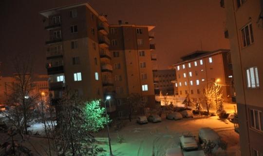 Simav'da yoğun kar yağışı, ulaşımda aksamalara neden oldu
