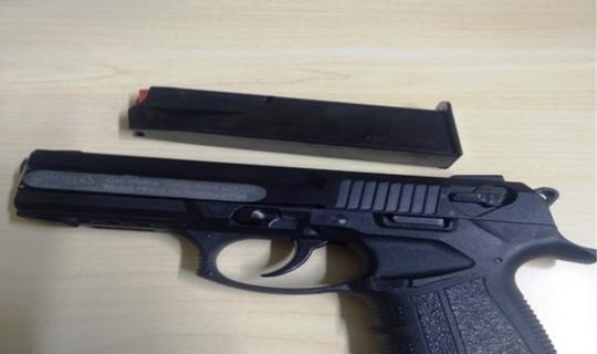 Sokakta silah kullanan şahsa polis müdahale etti