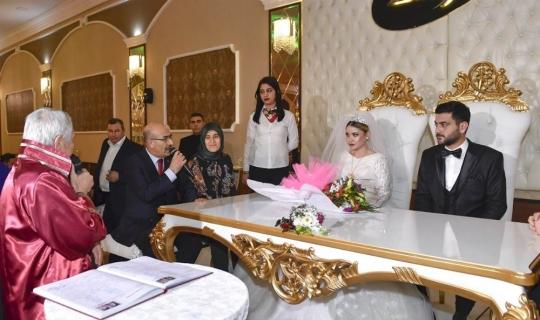 Vali Demirtaş, şehit kardeşinin düğününe katıldı