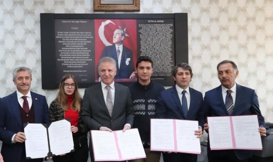 Vali Gül ve Tahmazoğlu, 60 okul için Z-Kütüphane protokolü imzaladı