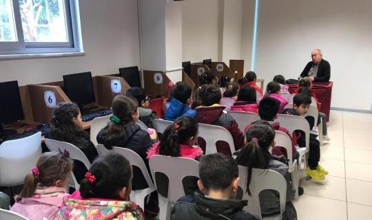 Yazar Aydoğan Yavaşlı öğrencilerle buluştu