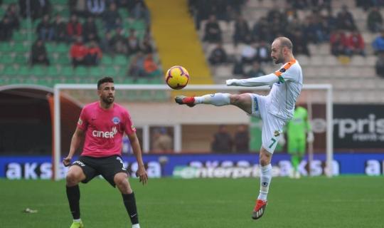 Alanyaspor-Kasımpaşa mücadelesinin ilk yarısı 1-0 sona erdi