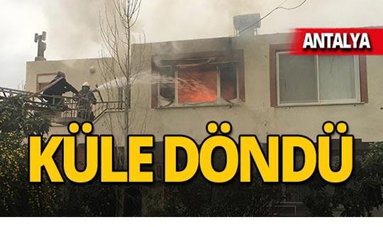 Antalya'da alevler bir evi kül etti!