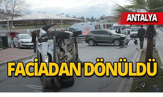 Antalya'da feci kaza: Otomobil yola devrildi!