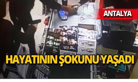 Antalya'da kasiyere dehşeti yaşattılar!