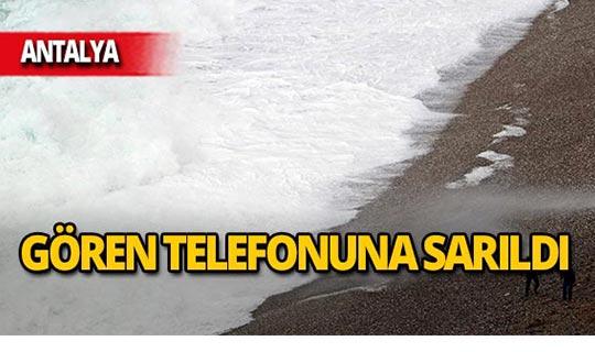Antalya'da dev dalgalar görsel şölen oluşturdu