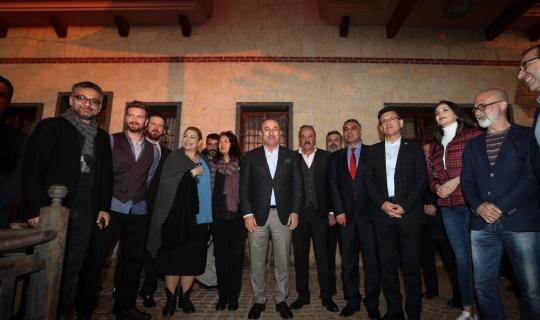 Bakan Çavuşoğlu dizi setini ziyaret etti