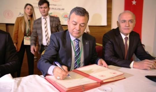 Kardeş ilçelerle imzalar atıldı