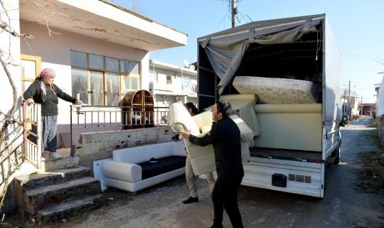 Muratpaşa'dan görmeyen gözlerle çöp toplayan yaşlı adama yardım eli