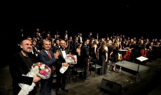 Muratpaşa'nın BigBand Gençlik Orkestrası, Hakan Aysev'le sahne aldı