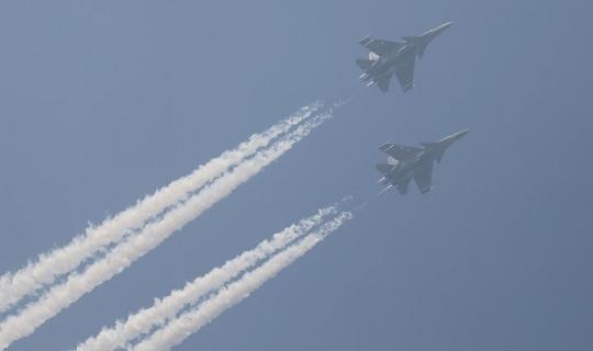 Savaş uçakları karşı karşıya geldi!