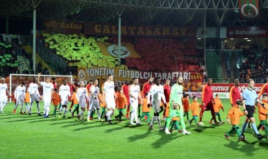 Spor Toto Süper Lig: Aytemiz Alanyaspor: 0 - Galatasaray: 0 (Maç devam ediyor)