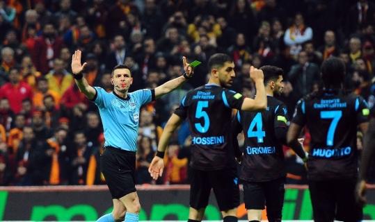 Spor Toto Süper Lig: Galatasaray: 2 - Trabzonspor: 1 (İlk yarı)