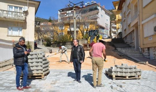 Akseki'de mahallelere kilit parke taşı döşeniyor