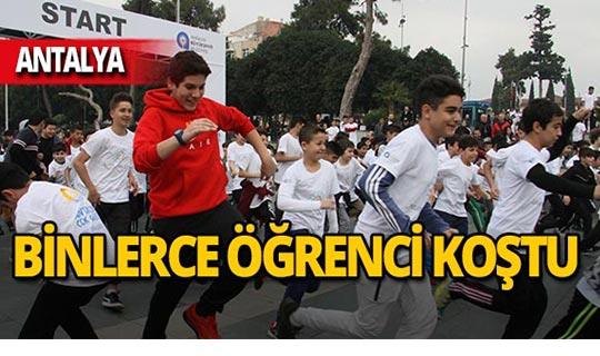 Antalya'da binlerce öğrenci fetih koşusunda yarıştı!