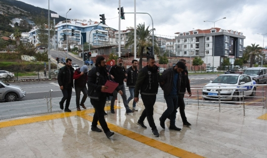 Antalya'da 82 kilogram esrar ele geçirildi: 5 gözaltı