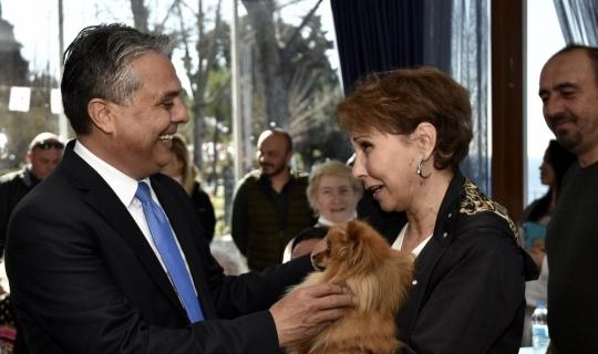 Başkan Uysal hayvanseverlerle buluştu