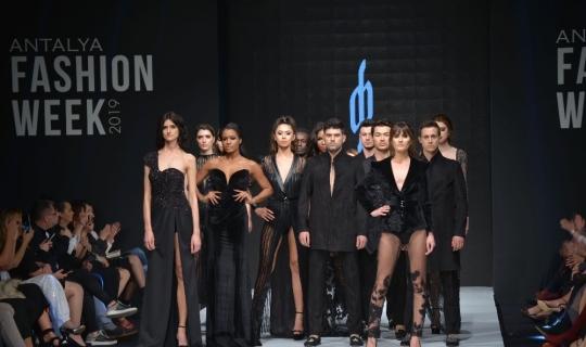 Dünyaca ünlü modacılar Antalya'da buluştu