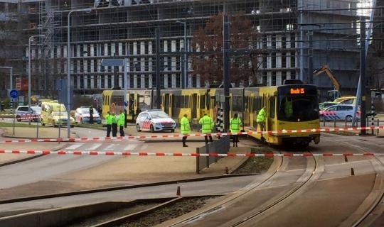 Ülke şokta! Tramvay istasyonunda silahlı saldırı!